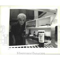 1995 Press Photo Dorothy Barnes Keeps Vial of Life in Refrigerator