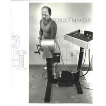 1987 Press Photo George Barrios, Carpenter at Work