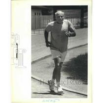 1990 Press Photo Reggie Barris, Senior Olympian, Running
