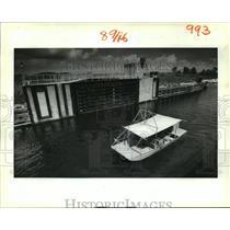 1988 Press Photo Bayou Dupre - Fishing Boat at Bayou Dupre Control Structure