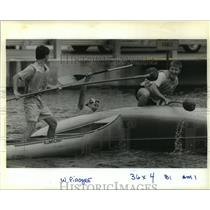 1989 Press Photo Scotty Walters, Eric Rester, Derrick Smith in Canoe Joust