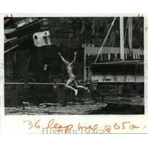 1987 Press Photo Swimmer Leaps Into Water - Bayou Liberty Pirogue Races