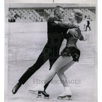 1963 Press Photo Carole McSween Ray Chenson Ice Dancer - RRW80591