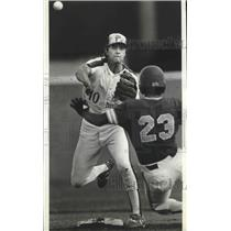 1986 Press Photo #10 Chris Spring,Gonzaga baseball player, turns gets out at 2nd