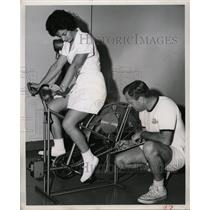 Press Photo Gail Jones FSU Physical Education Lab Fla - RRX74853