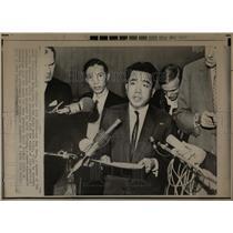 1969 Press Photo Bui Huu Nhan Meets With Reporters