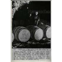 1965 Press Photo Cyprus wine Mr Peter Thompson England - RRX72399