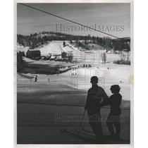 1953 Press Photo Skiers look down at ski school - RRW35971