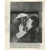 1954 Press Photo Welterweight Title Johnny Saxton receive a kissed from his wife