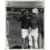 1974 Press Photo University Of Louisville Football Coach T. W. Alley Instructing