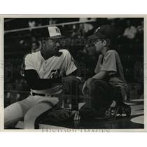 Press Photo Alabama-Birmingham-Bruce Fields autographs ball for Shane Keith .