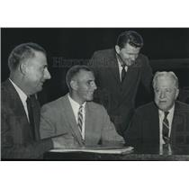 1958 Press Photo Alabama-Auburn footballer Fuell fights for reinstatement.