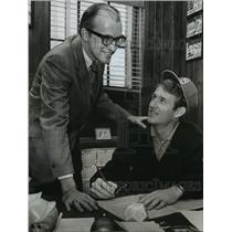 1971 Press Photo Alabama-Pete McKenzie signs with Birmingham A's with Glynn West