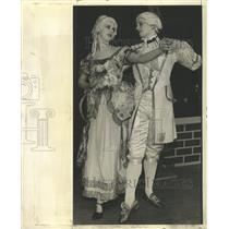 1934 Press Photo Colonial Couple Dance Minuet Chicago - RRW34683