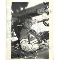 1987 Press Photo Roy Smith Buckles Into His Race Car for NASCAR Winston Circuit