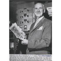 1962 Press Photo Chicago Bears football coach, Clark Shaughnessy, resigns