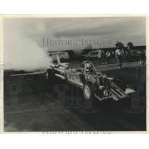 1985 Press Photo Bill Carter's Hot Streak drag racer prepares tires for race