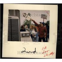 1986 Press Photo Strike at Glass Plant