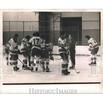 1974 Press Photo Emile Francis Gives Team Instructions on Upcoming Game