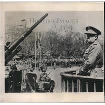 1954 Press Photo Generalissimo Franco watching a military parade in Madrid