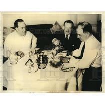 1934 Press Photo Paul Codos, Maurice Rossi & Charles De Fontnouville breakfast