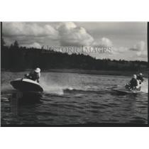 1952 Press Photo Two hydroplanes in boat racing action - sps19401
