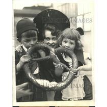 1934 Press Photo Huge Pretzel World Fair - RRW38407