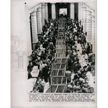 1963 Press Photo Chileans vote in Supreme Court Bldg. - RRX70933