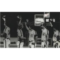 1981 Press Photo Alabama-Birmingham Barons baseball team give salute to fans.