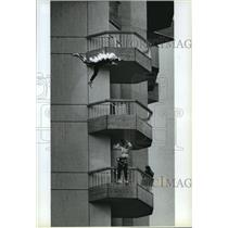 1991 Press Photo Stuntman Jeff Habberstad jumps off Coeur d'Alene Resort on fire