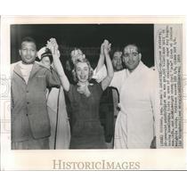 """1955 Press Photo Dr. Joyce Brothers, Sugar Ray Robinson and Carl """"Bobo"""" Olson"""