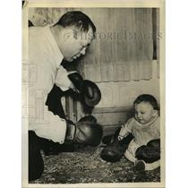1939 Press Photo Tony Galento Number One Heavyweight Champ Trains His Baby Girl