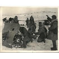 1940 Press Photo Red Army activities in Finland with a gun crew in action
