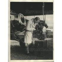 1930 Press Photo Frank Goldsborough works on motor of plane for Jr Air record