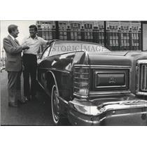 1975 Press Photo Auburn Football Coach Tim Christian Gets Car From Red Jones