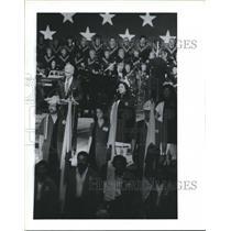1989 Press Photo Astronaut Eugene Cernan, American Red Cross volunteers, Houston