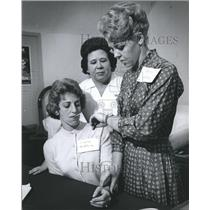 1965 Press Photo Volunteers in training for the American Red Cross, Houston