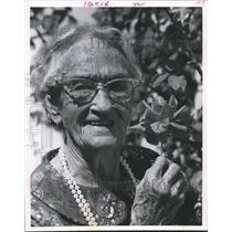1970 Press Photo Mrs. Nelson still grows roses, celebrates 91st Birthday, Texas