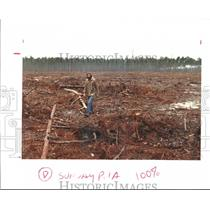 1992 Press Photo Larry Shelton walks -clearcut area of Angelina National Forest