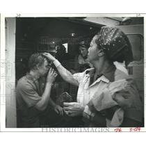 1982 Press Photo Joe Gurka recovering from Ammonia fumes at poultry plant