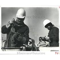 1979 Press Photo Lineman of Houston Lighting & Power Co Wear Ski Masks & Gloves