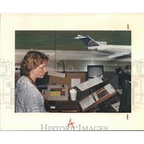1991 Press Photo Karen Hable-Air Traffic Controller at Intercontinental Airport