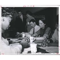 1964 Press Photo Red Cross Volunteer Nurses Aide Program, Houston - hca03721