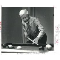 1979 Press Photo Sidney A. Bailes shooting pool, Aged -Texas - hca03898