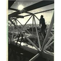 1985 Press Photo Base frame used for roof supports at Mitchell Field, Milwaukee