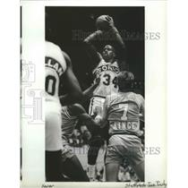 1989 Press Photo Seattle Supersonics Basketball Player Xavier McDaniel Shooting