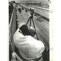 1983 Press Photo Spectators huddle during drag race at Spokane Raceway Park