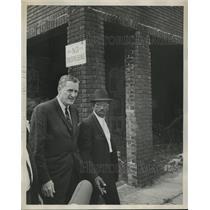 1966 Press Photo Alabama-Richmond Flowers and Reverend Gardner touring the slums