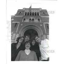 1989 Press Photo Undergraduate students with The Advocate Journal, Houston