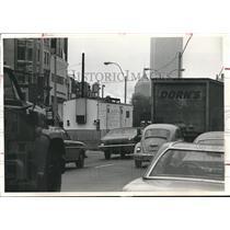 1975 Press Photo White Trailer monitors air on Boston Street, Air Pollution
